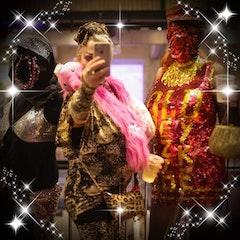 Anti-selfie QUEER FEMME  Jessica Astrid  & GGG