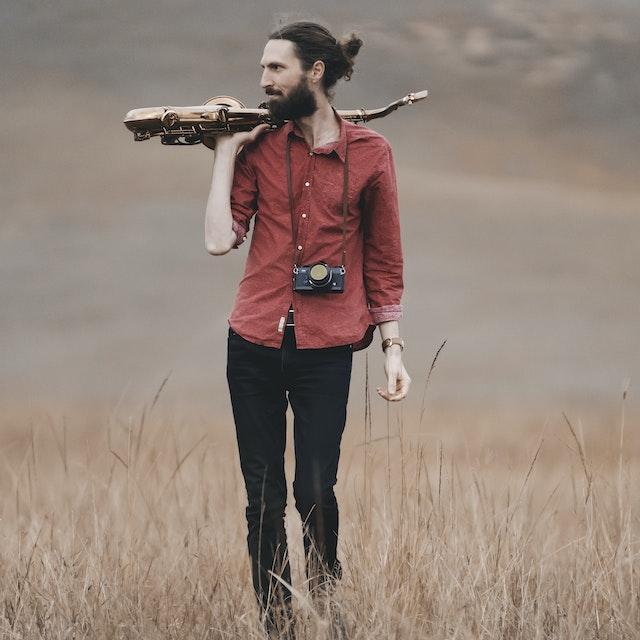 Rafael-side-sax-and-camera